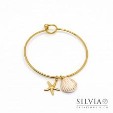Bracciale bangle in acciaio color oro con conchiglia e stella marina