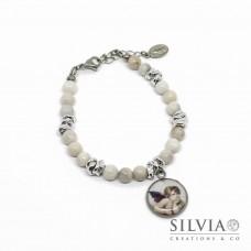 Bracciale perle di agata bianca con ciondolo angelo di Raffaello