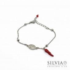 Bracciale catena acciaio con cornetto rosso e charm madonna