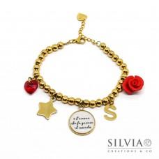 """Bracciale con perle acciaio, ciondolo con frase """"e' l'amore che fa girare il mondo"""" e charms"""