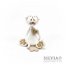 Cane bianco e beige con cuore 7.5x6x4.5 cm