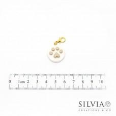 Charm zampa beige su disco bianco con moschettone