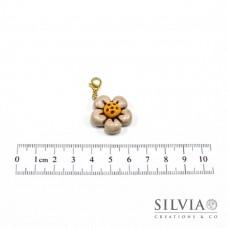 Charm fiore beige e giallo con moschettone