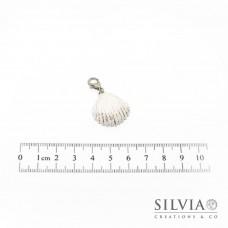 Charm conchiglia bianca e foglia argento con moschettone