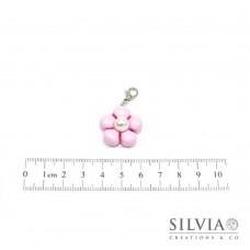 Charm fiore rosa e perla bianca con moschettone