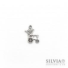 Charm a forma di passeggino argento antico in zama 19x12 mm