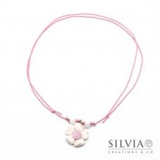 Collana cordino cerato con fiore bianco e rosa