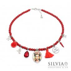 Collana girocollo rossa ispirata a Frida Kahlo con charms