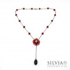 Collana a rosario con fiore rosso e cristalli