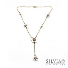 Collana a rosario con fiori bianchi e beige