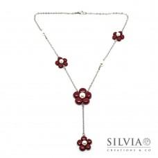 Collana a rosario con fiori bordeaux e perle bianche