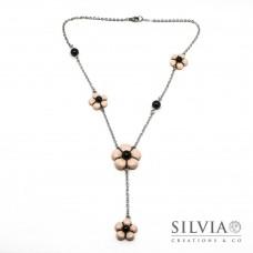 Collana a rosario con fiori rosa e perle nere