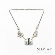 Collana girocollo con catena e tre ciondoli bianco grigio
