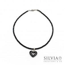 Collana girocollo con cristalli e cuore nero