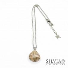 Collana girocollo catena acciaio con conchiglia beige e argento