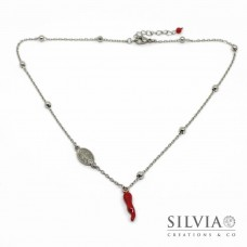 Collana girocollo catena acciaio con cornetto rosso e charm madonna