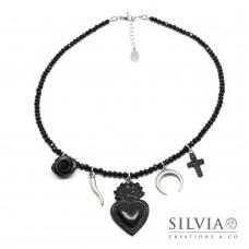 Collana girocollo cristalli con sacro cuore ex voto nero e charms