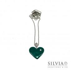 Collana lunga con cuore verde smeraldo e strass