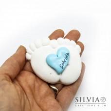 Gesso a forma di piedini con cuore azzurro
