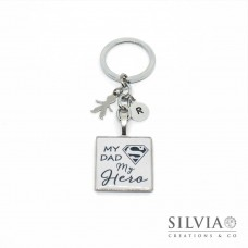 "Portachiavi con scritta ""My Dad My Hero"" e charms con incisione"