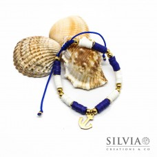 Bracciale unisex cordino con perline heishi bianche blu e ancora oro