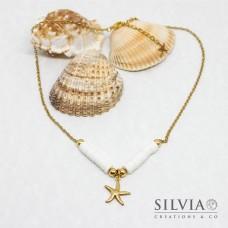 Collana girocollo catena con perline heishi bianche e stella marina oro