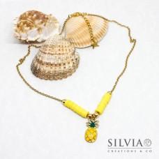 Collana girocollo catena con perline heishi gialle e ananas