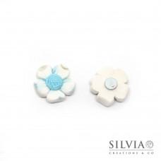 Magnete con fiore bianco e azzurro