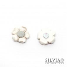 Magnete con fiore bianco e grigio
