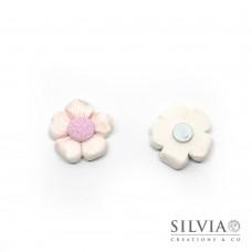 Magnete con fiore bianco e rosa