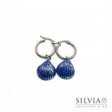 Orecchini pendenti con cerchio in acciaio e conchiglia blu e argento