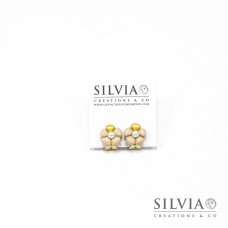 Orecchini a clip con fiore beige e perla bianca piccolo