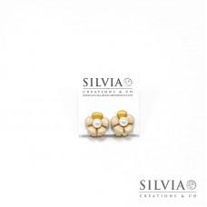Orecchini a clip con fiore beige e perla bianca medio