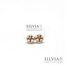 Orecchini a clip con fiore beige e perla bronzo medio