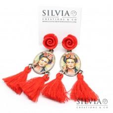 Orecchini pendenti ispirati a Frida Kahlo con rose e nappine