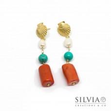 Orecchini pendenti a perno con conchiglia corallo turchese e perla