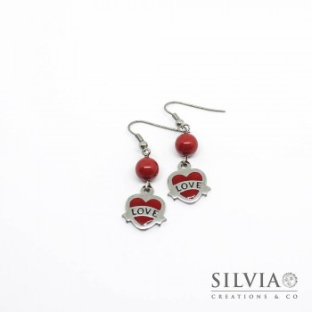 Orecchini pendenti con cuore acciaio smaltato color rosso e scritta love