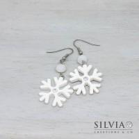Orecchini pendenti con fiocco di neve in fimo bianco