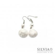 Orecchini pendenti con conchiglia bianca e argento 55x20 mm