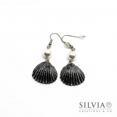 Orecchini pendenti con conchiglia nera e argento 55x20 mm