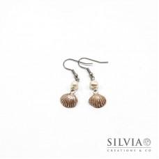 Orecchini pendenti con conchiglia beige e argento 44x12 mm