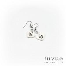 Orecchini pendenti con cuore bianco e argento medio