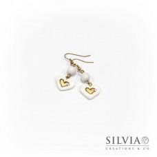 Orecchini pendenti con cuore bianco e oro medio