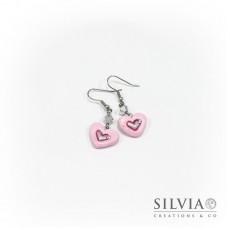 Orecchini pendenti con cuore rosa medio