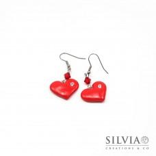 Orecchini pendenti con cuore rosso e strass