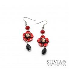 Orecchini pendenti con fiore rosso e goccia nera