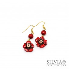 Orecchini pendenti fiore rosso con perla in legno