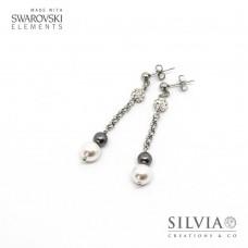 Orecchini a perno con perle Swarovski bianche e grige e catena