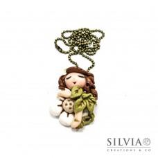 Collana Fatina kawaii con vestito foglie verdi su fiore bianco