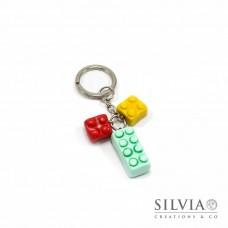 Portachiavi con mattoncini lego azzurro, rosso e giallo